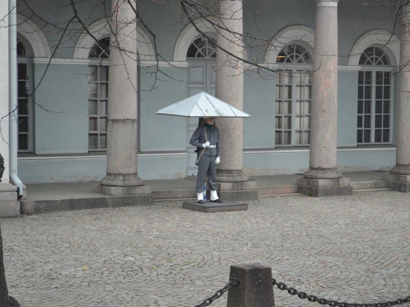 часовой у президентского дворца